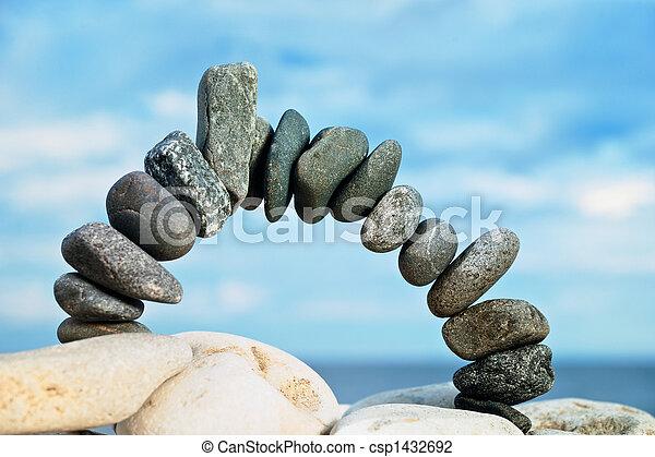 Arco de piedra negra - csp1432692