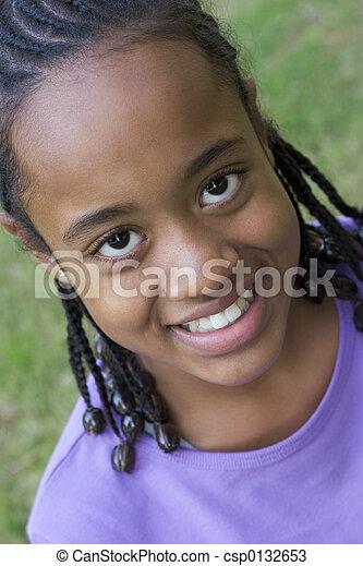 Chica sonriente - csp0132653