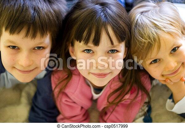 Niños felices - csp0517999