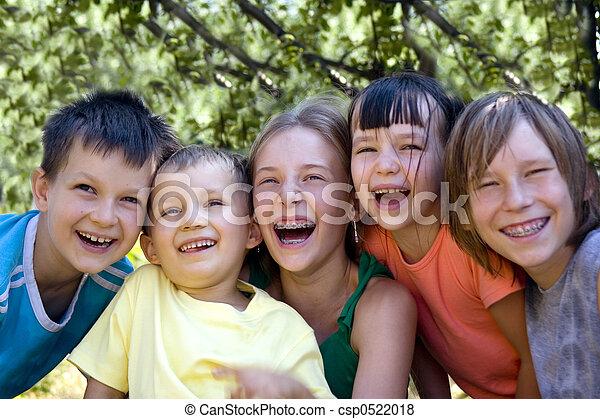 Niños felices - csp0522018