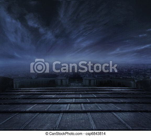 Nubes oscuras sobre fondo urbano - csp6843814