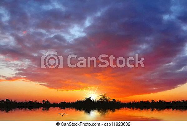 Al atardecer en el lago - csp11923602