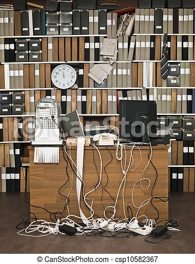 Oficina desordenada - csp10582367