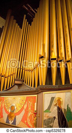 Organ en la iglesia de Inglaterra - csp5329278