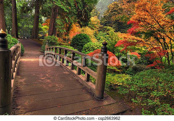 Puente en otoño - csp2663962