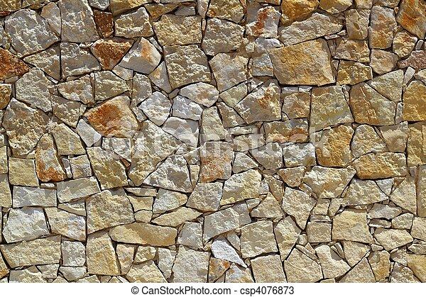 Maniobras de construcción de muros de piedra - csp4076873