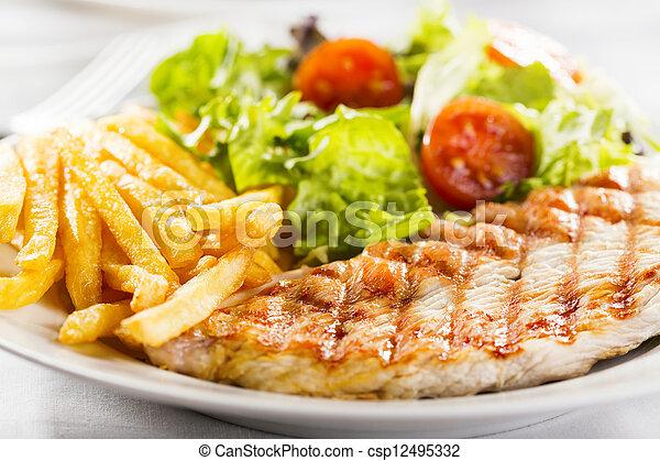 Pecho de pollo asado - csp12495332