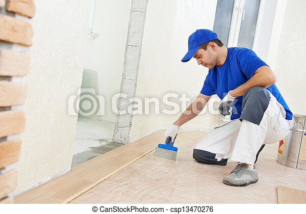 El obrero del Parque añade pegamento al piso - csp13470276
