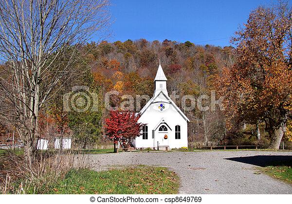 Una pequeña iglesia histórica - csp8649769