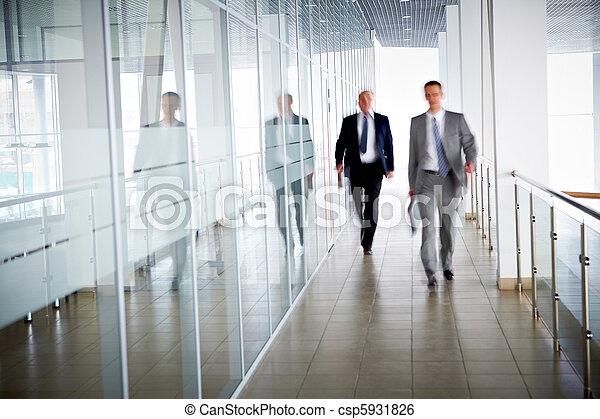 Gente en la oficina - csp5931826