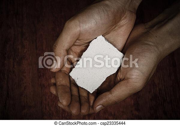 Bloqueo de piedra en las manos - csp23335444