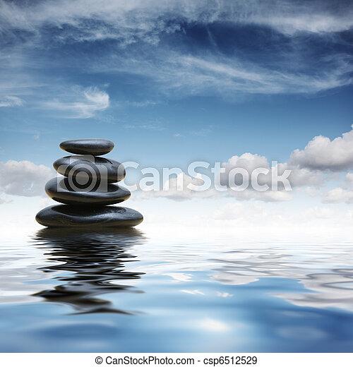 Piedras Zen en el agua - csp6512529