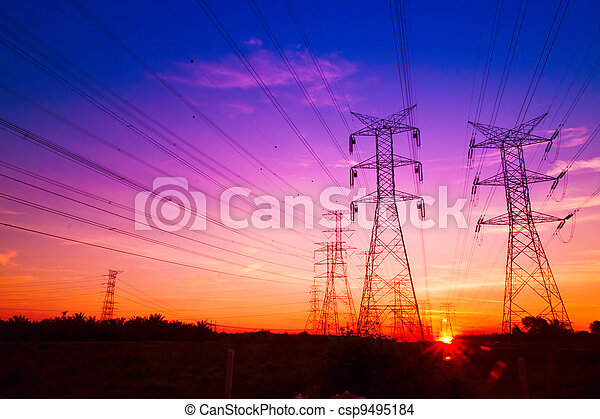 Pilones de electricidad al atardecer - csp9495184