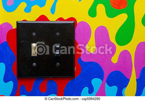 Un interruptor de doble luz negro en la pared pintada - csp5994290