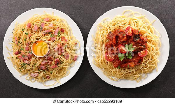 Plato variado de espagueti y salsa - csp53293189