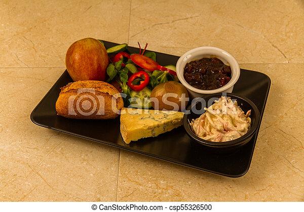 Ploughmans almuerza con queso stilton. - csp55326500
