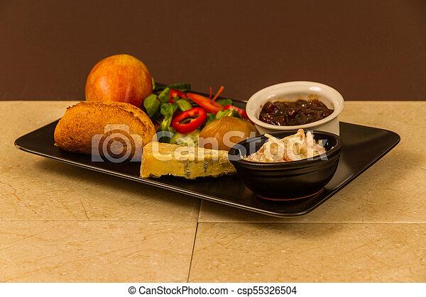 Ploughmans almuerza con queso stilton. - csp55326504