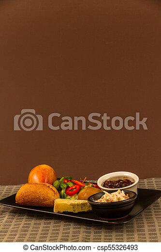 Ploughmans almuerza con queso stilton, copia espacio, arriba - csp55326493