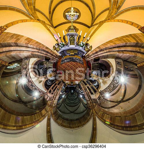 La vista del caleidoscopio del interior de la iglesia gótica, pequeño efecto planetario de tiro panorámico. Andlau, Francia. - csp36296404