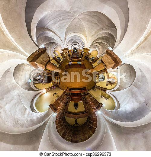 La vista del caleidoscopio del interior de la iglesia gótica, pequeño efecto planetario de tiro panorámico. Andlau, Francia. - csp36296373