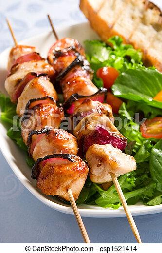 Pollo asado y ensalada - csp1521414