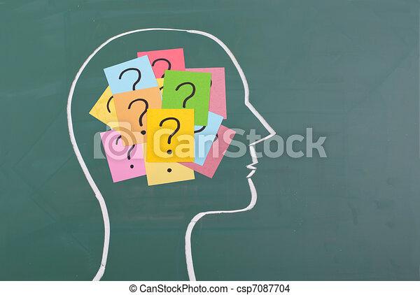 Cerebro humano y colorido signo de interrogación - csp7087704