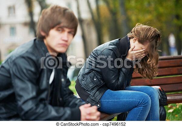 Problemas de relaciones entre jóvenes - csp7496152