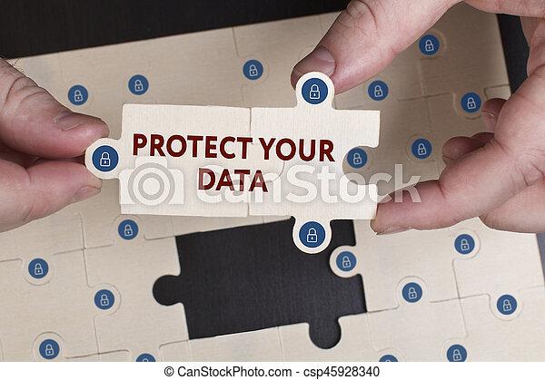 """Negocios, tecnología, Internet y el concepto de red. El joven hombre de negocios muestra la palabra """"Protege tus datos - csp45928340"""