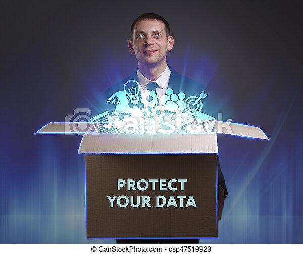 """Negocios, tecnología, Internet y el concepto de red. El joven hombre de negocios muestra la palabra """"Protege tus datos - csp47519929"""