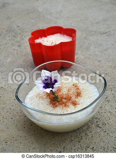 Budín de arroz - csp16313845