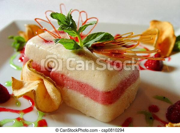 Pudding con una manzana - csp0810294