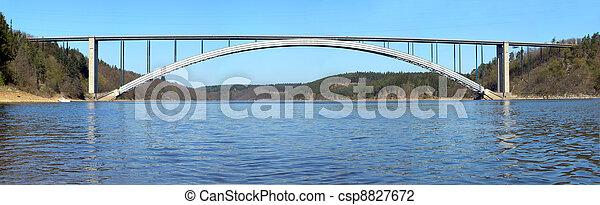 Puente a través del río - csp8827672