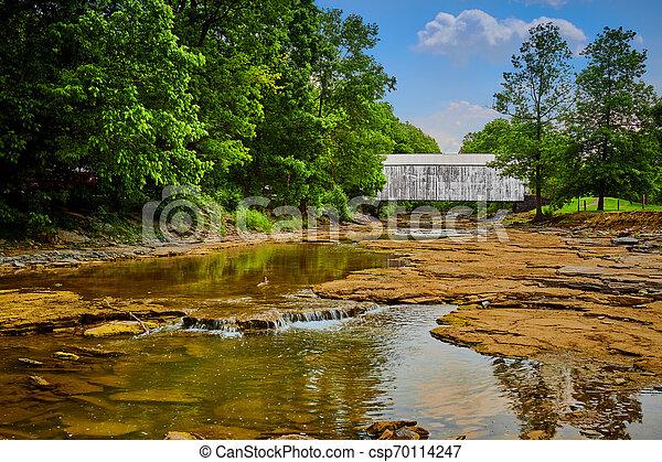 Puente cubierto de blanco - csp70114247