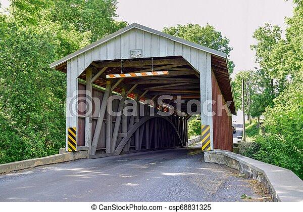 Puente cubierto - csp68831325