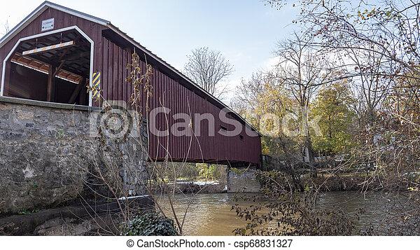 Puente cubierto - csp68831327