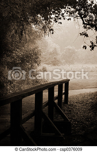 Un puente de madera de Sepia - csp0376009