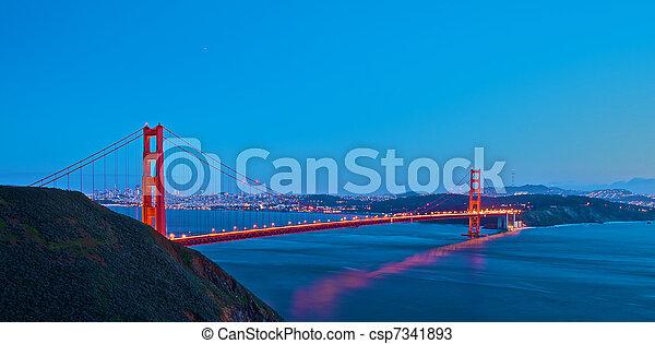 Golden Gate al atardecer - csp7341893