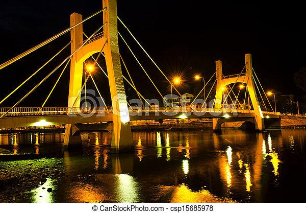 Puentes de la ciudad fantasma. La marea baja. - csp15685978