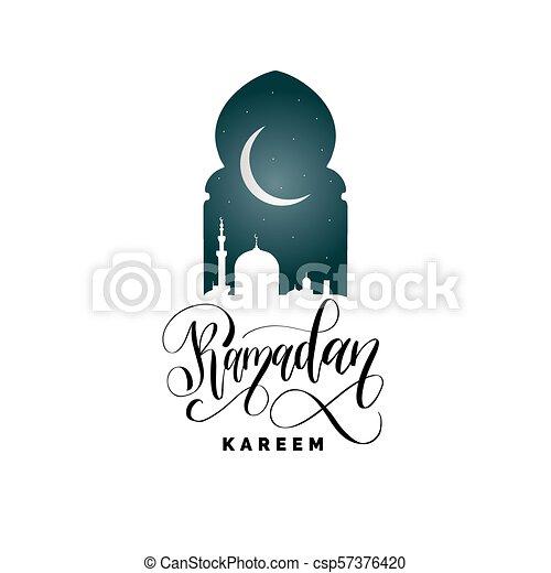 Ramadan kareem calligrafia. Ilustración de vectores de símbolos navideños islámicos. Vista nocturna de la mezquita desde Arch. - csp57376420