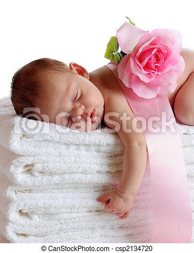 Recién nacido dormido - csp2134720