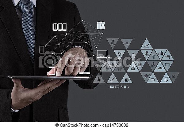 El empresario que trabaja con la nueva computadora moderna muestra la estructura de la red social - csp14730002