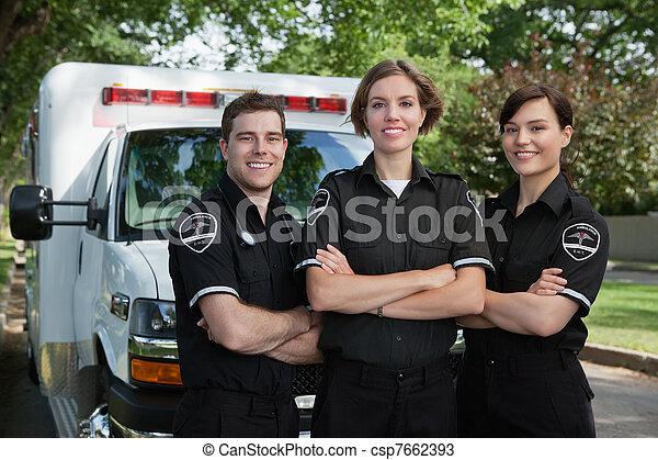 Un retrato del equipo médico de emergencia - csp7662393