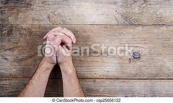 Biblia y manos de oración - csp25656122