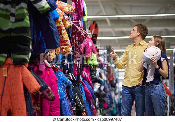 ropa de deporte, esquí, joven, caucásico, pareja, escoger - csp80997487