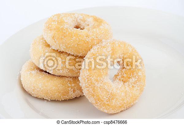 Donut en el plato blanco - csp8476666