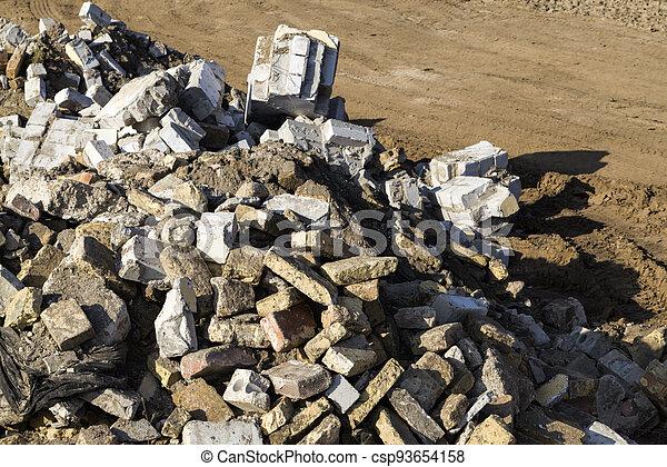 roto, materiales de construcción - csp93654158