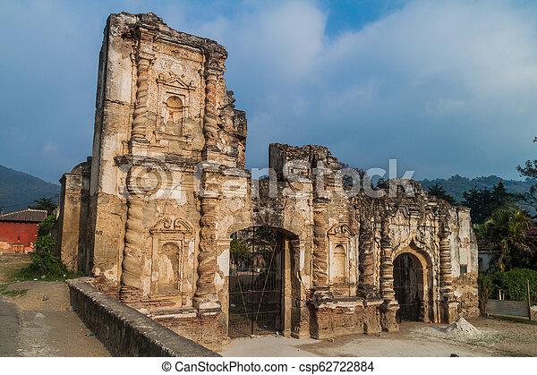 Ruinas de la iglesia de Candelaria en Antigua Guatemala, guatemal - csp62722884