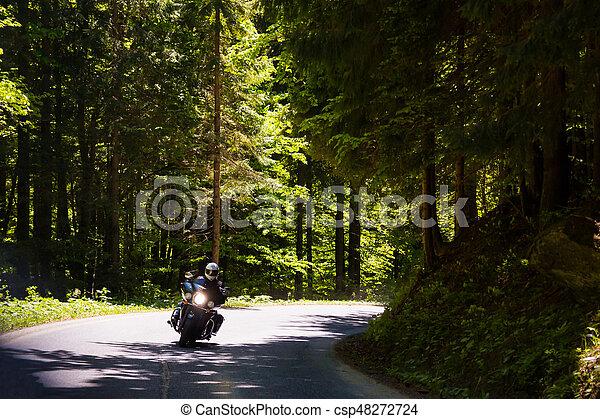Una motocicleta en la carretera rural - csp48272724