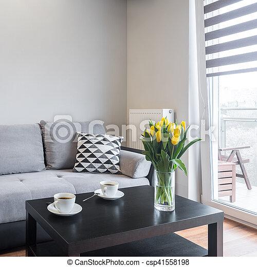 Sala de estar con sofá cómodo - csp41558198