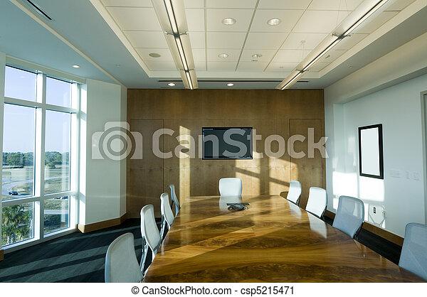 Sala de juntas en el edificio de oficinas - csp5215471